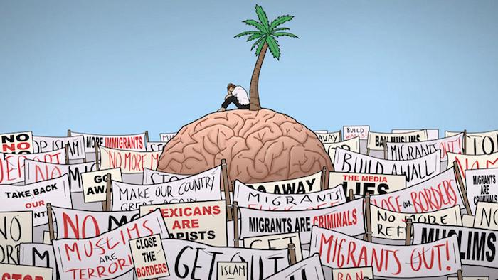 Bir beynin üzerinde nefret söylemleri pankartları karşısında tek başına oturan bir insan.