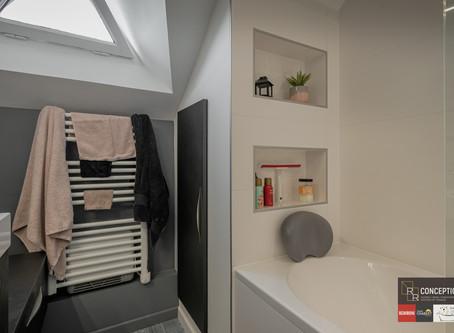 Aménagement d'une salle de bains sous pentes