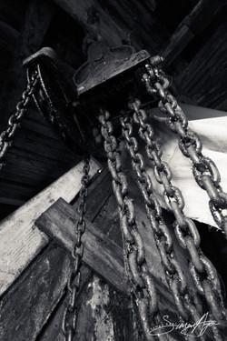 110728_SA_Hvalvik_Whaling_station_chains_pulley_001_0210