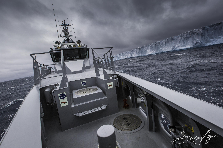 161224-SA-OW-sailing-past-a-large-iceberg-003-3999