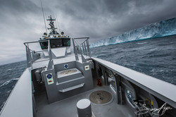 161224-SA-OW-sailing-past-a-large-iceberg-003-3999