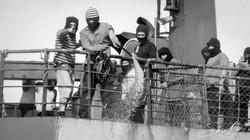 150327-SA-Thunder-crew-confront-SS-small-boats-wearing-balaclavas-1000692