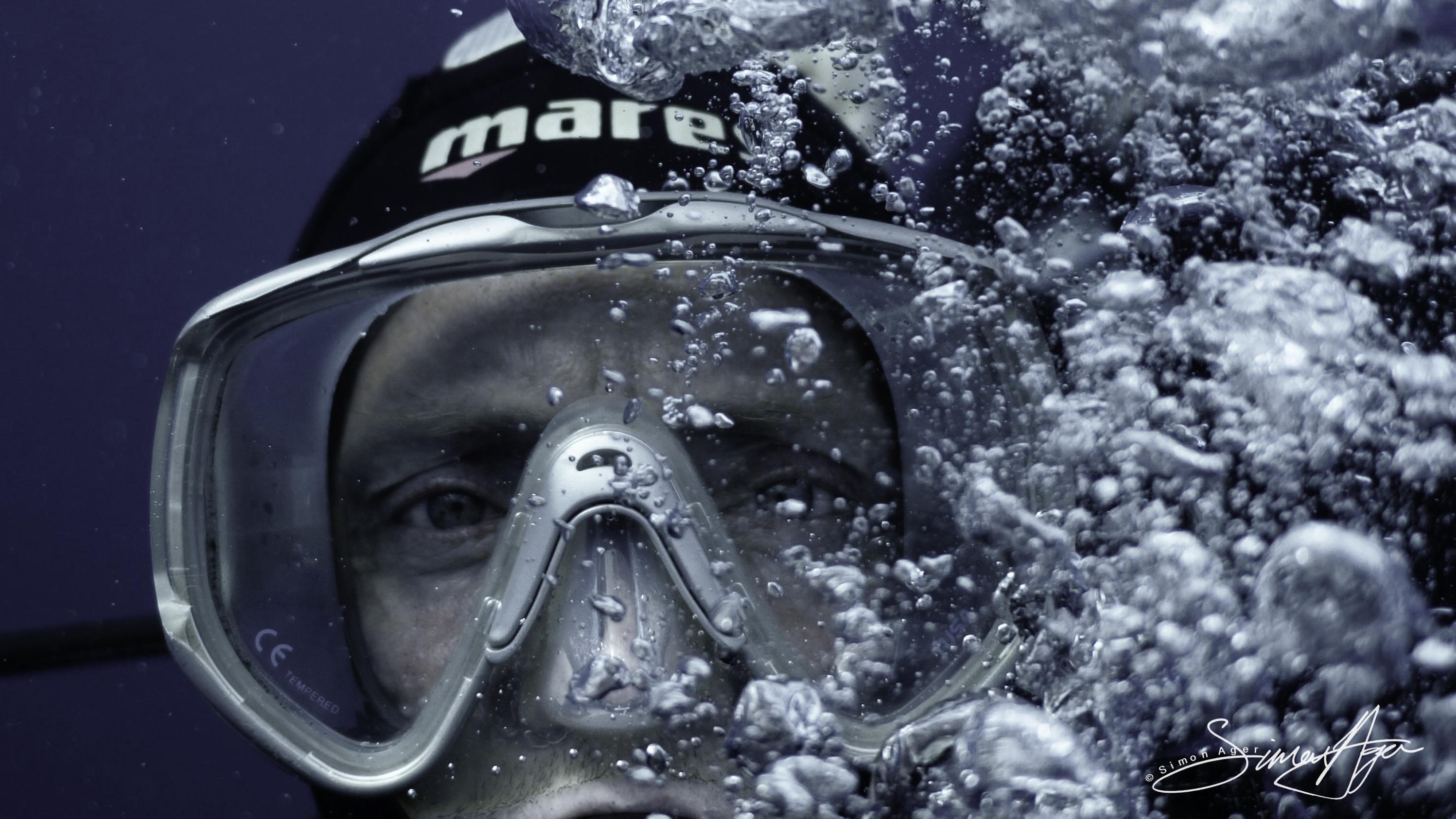190103-OM-SA-Media_Simon_Ager_diving_at_