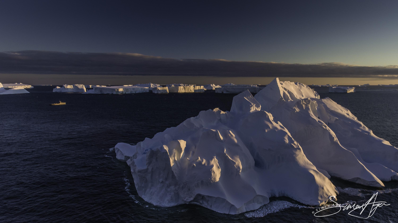 170213-SA-Antarctica-icebergs-by-drone-005-0402