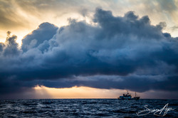 111229_SA_Steve_Irwin_landscape_god_rays_through_dense_cloud_007_4031
