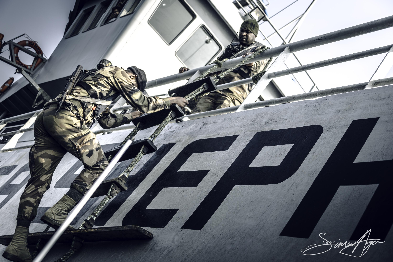 160604-SA-BB-Marine-Nationale-prep-and-board-small-boat-2456