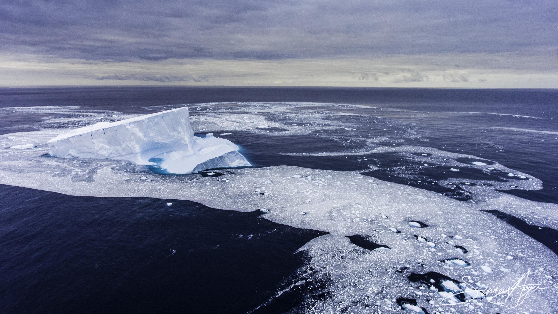 170113-SA-OW-cruising-past-icebergs-017-0247