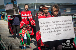 160823-SA-First-Nations-march-round-farm-signs-aloft-chanting-5285