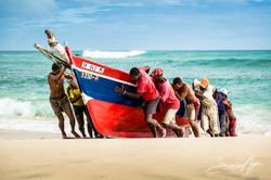 140821-SA-001-Traditional-fishermen-bringing-boats-ashore-at-Francesco-beach-Santa-Luzia -2326