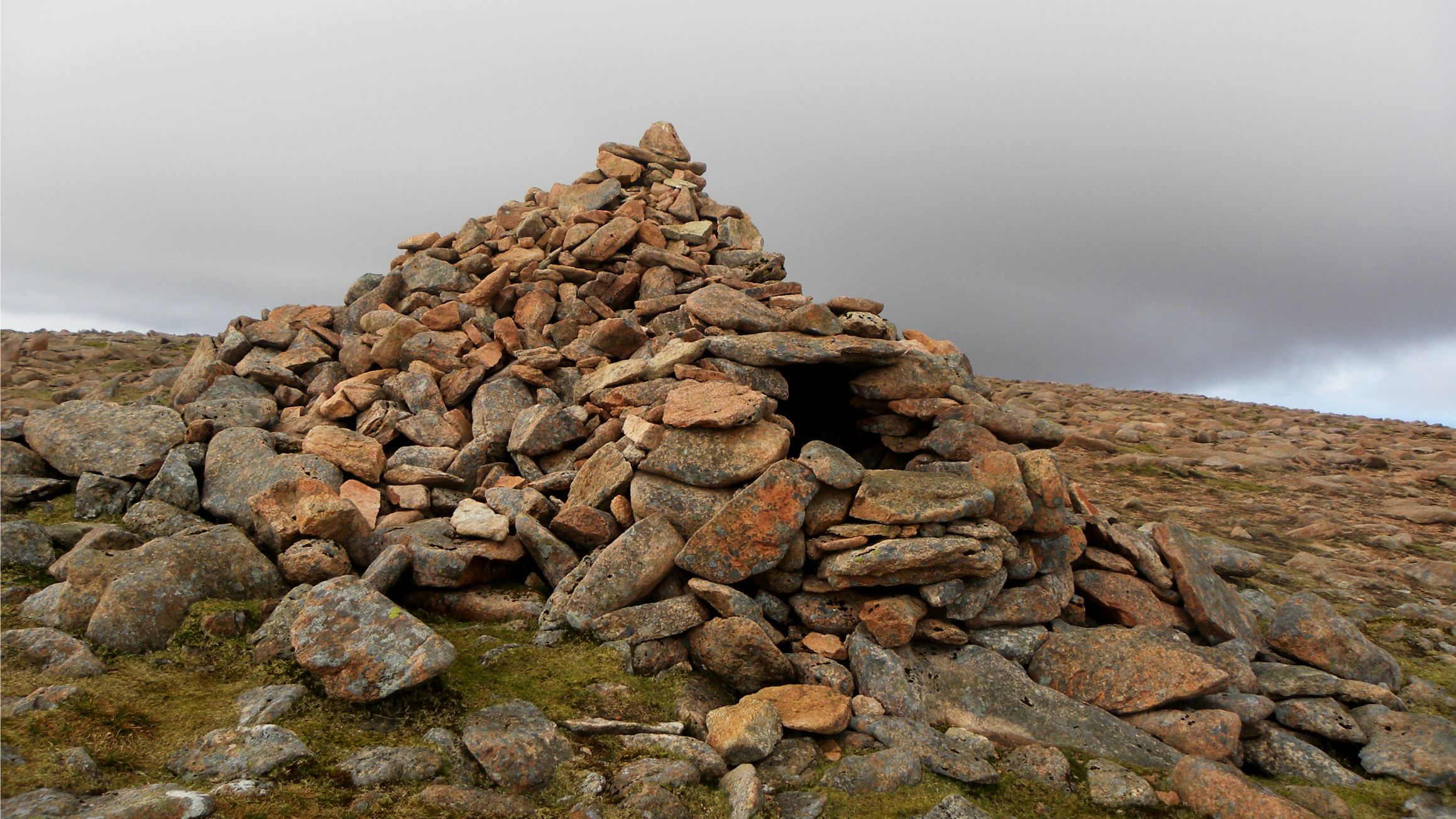 Chambered Cairn, Ronas Hill