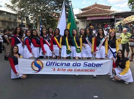 Desfile de Sete de Setembro com as cores e a energia contagiante da Escola Officina do Saber.