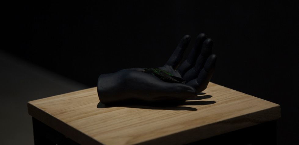 Un paisaje no deja de existir aunque le demos la espalda Lihuel González 2019, Acto 1, Objeto de cera 2 Escultura en cera