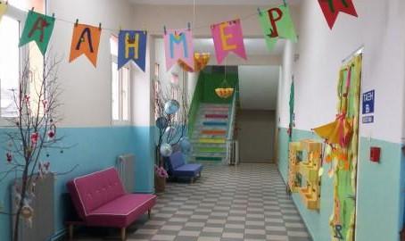 Το πιο πολύχρωμο σχολείο της Ελλάδας βρίσκεται στην Καριτσα Πιερίας.