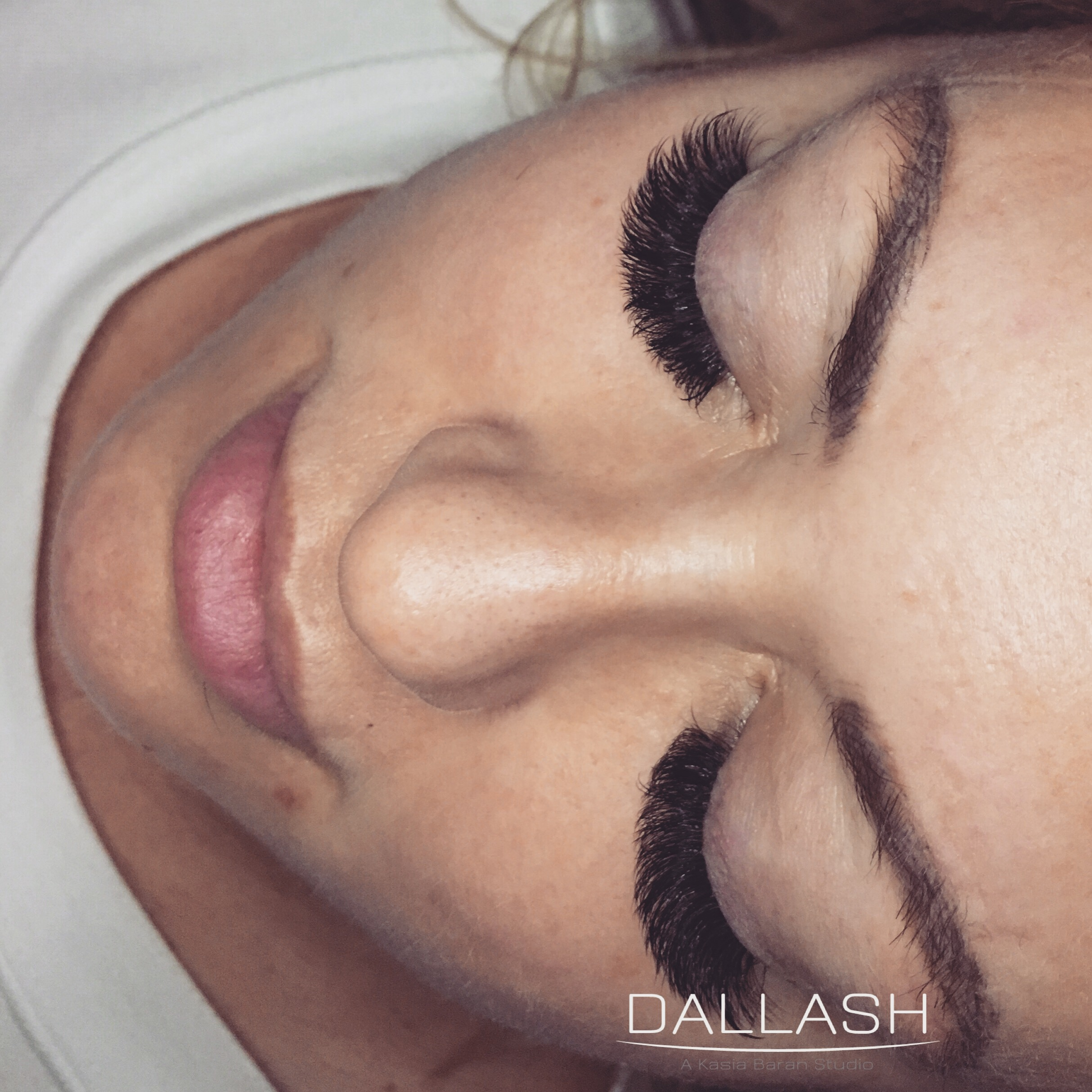 RUSSINA VOLUME Volume lashes-lashes-mega volume-russina volume-dallas lashes- dallash-eyelash extens