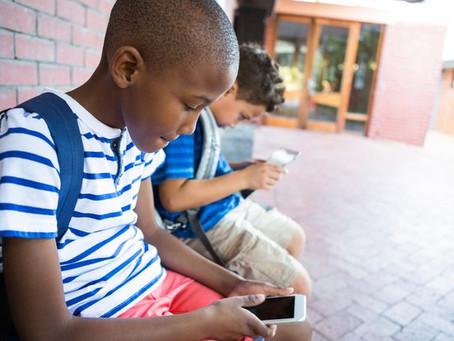 Crianças que usam muito o celular têm menor capacidade motora