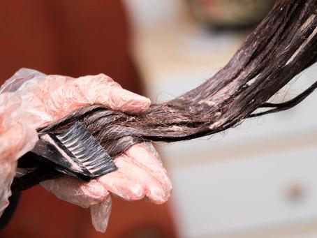 Tinta de cabelo e alisadores estão associados a câncer, sugere estudo
