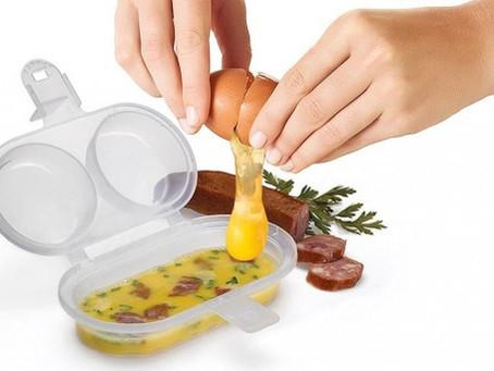Utensílios de plástico na comida quente são tóxicos; entenda