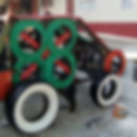 Auto jouet de pneus recyclés