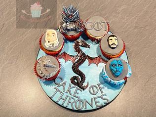 CVE-95-GOT-Game-Of-Thrones-Cupcakes.JPG