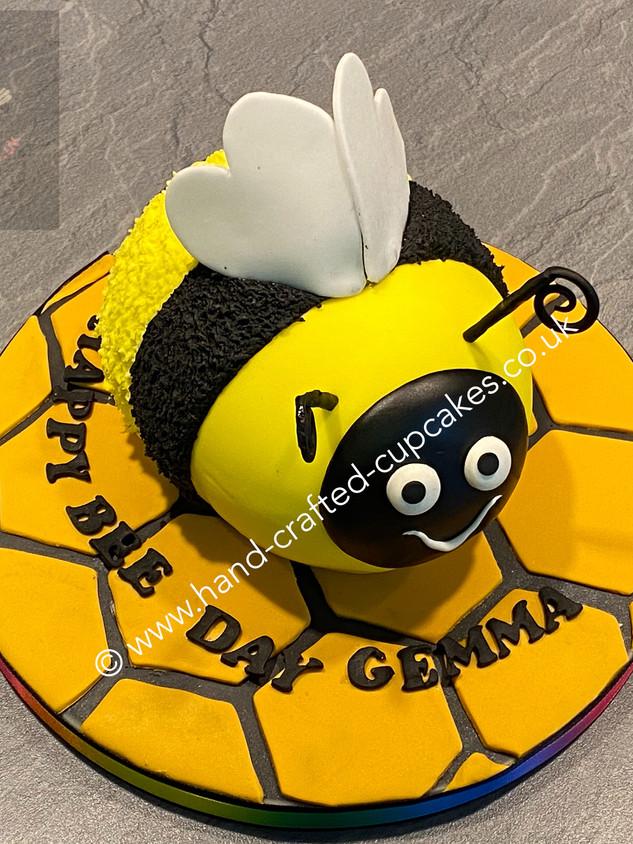 TAC-145-Bumblebee-Cake.JPG