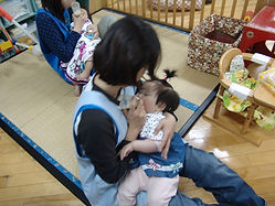 1.0歳児_ミルク.JPG