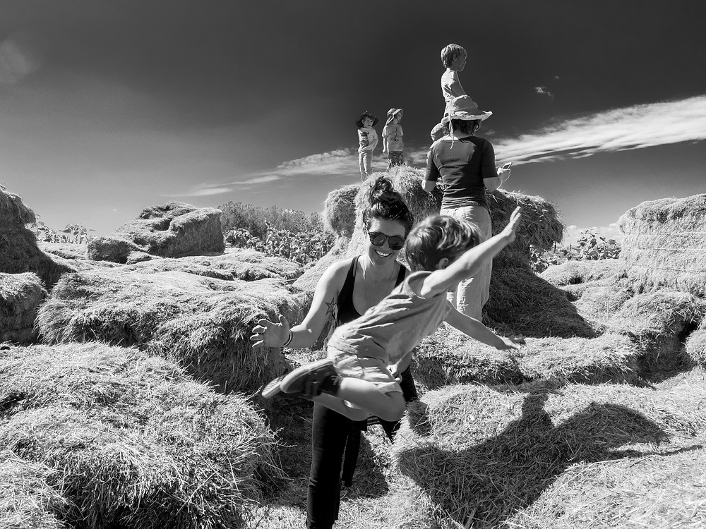 Family Photographers Near Me – Boulder, Colorado – Candid Family Portraits in the Colorado outdoors
