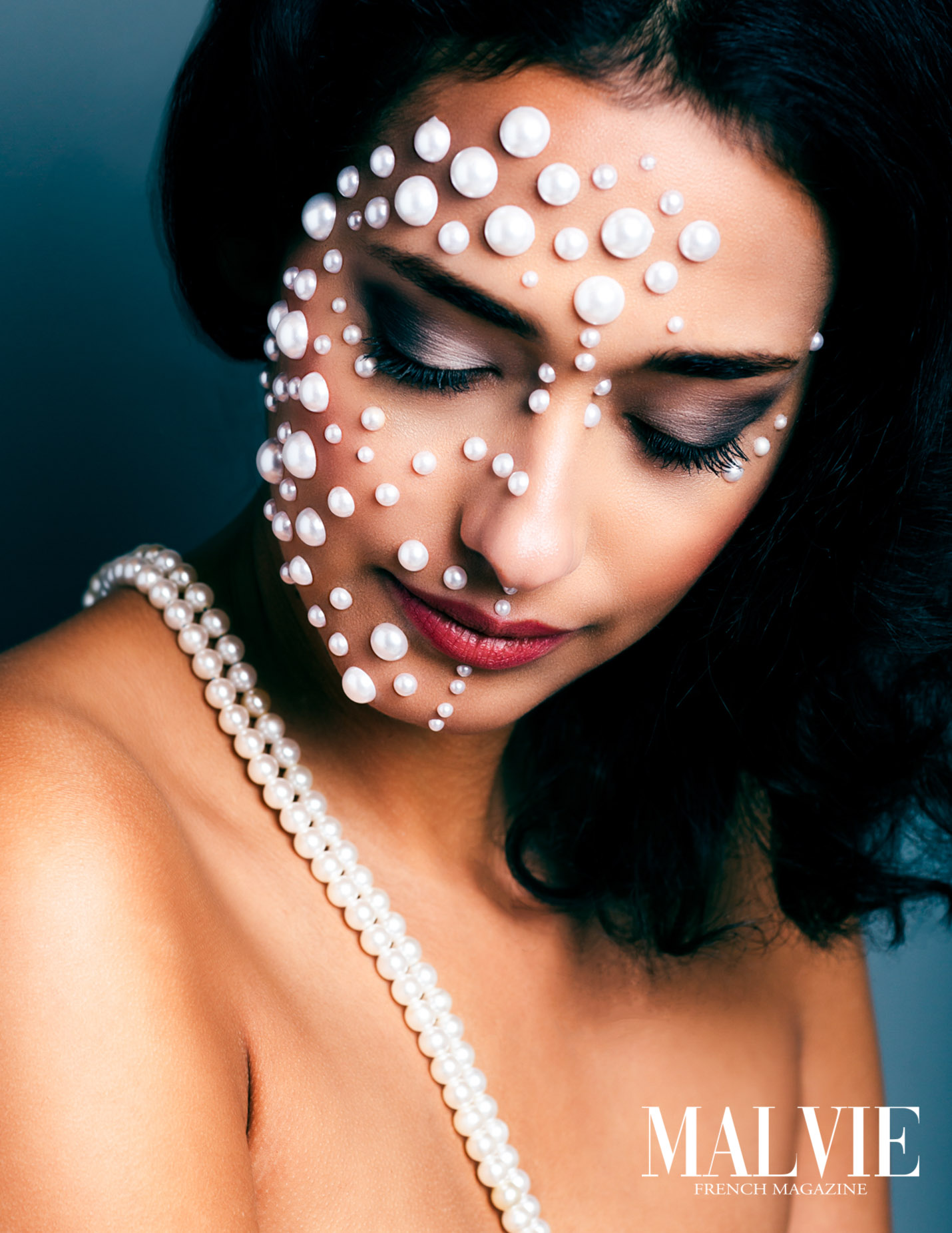 Lustrous pearls MALVIE French Magazine www.MALVIEmag.com