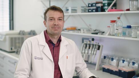 Vyšla nová kniha o genetice - Náš ředitel pro výzkum a vývoj je autorem jedné z kapitol