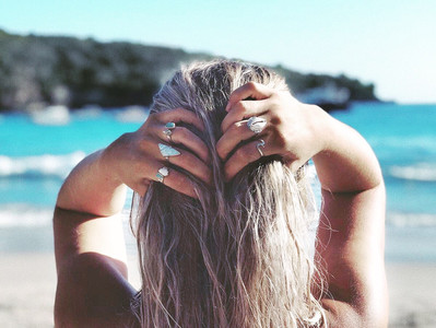 How to get beachy hair when you're not at the beach!