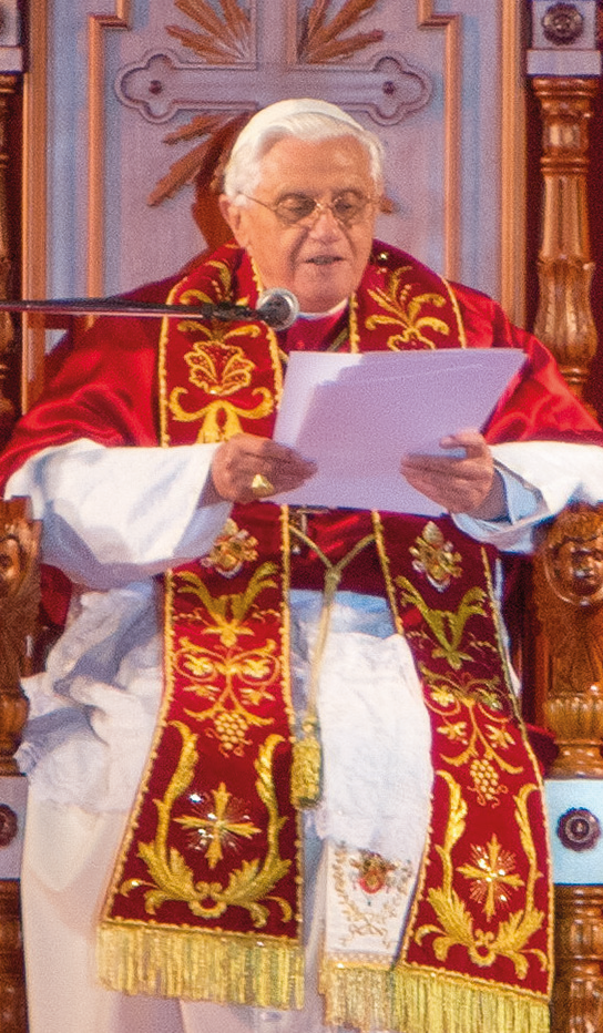 Papa Benedetto XVI in un incontro con gi