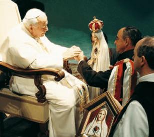 Il fondatore degli Araldi riceve la benedizione di Giovanni Paolo II