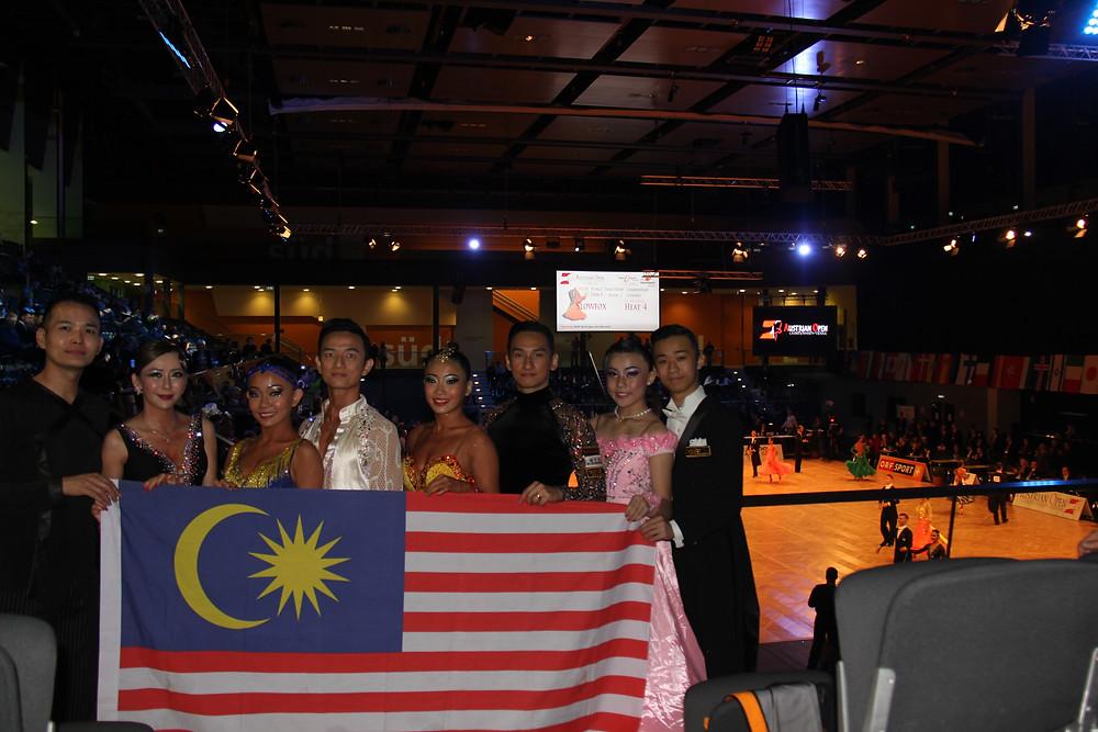 From Left: Eejohn, Grace, Xin Nee, Zjen Thak, Evon, Chua, Chi Yew, Chin Yee