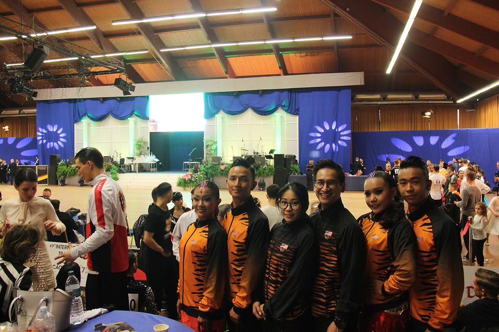 From Left: Che Xin Nee, Chua Zjen Thak, Evon Chong, Chua Zjen Fong, Yap Chi Yew, Yap Chin Yee