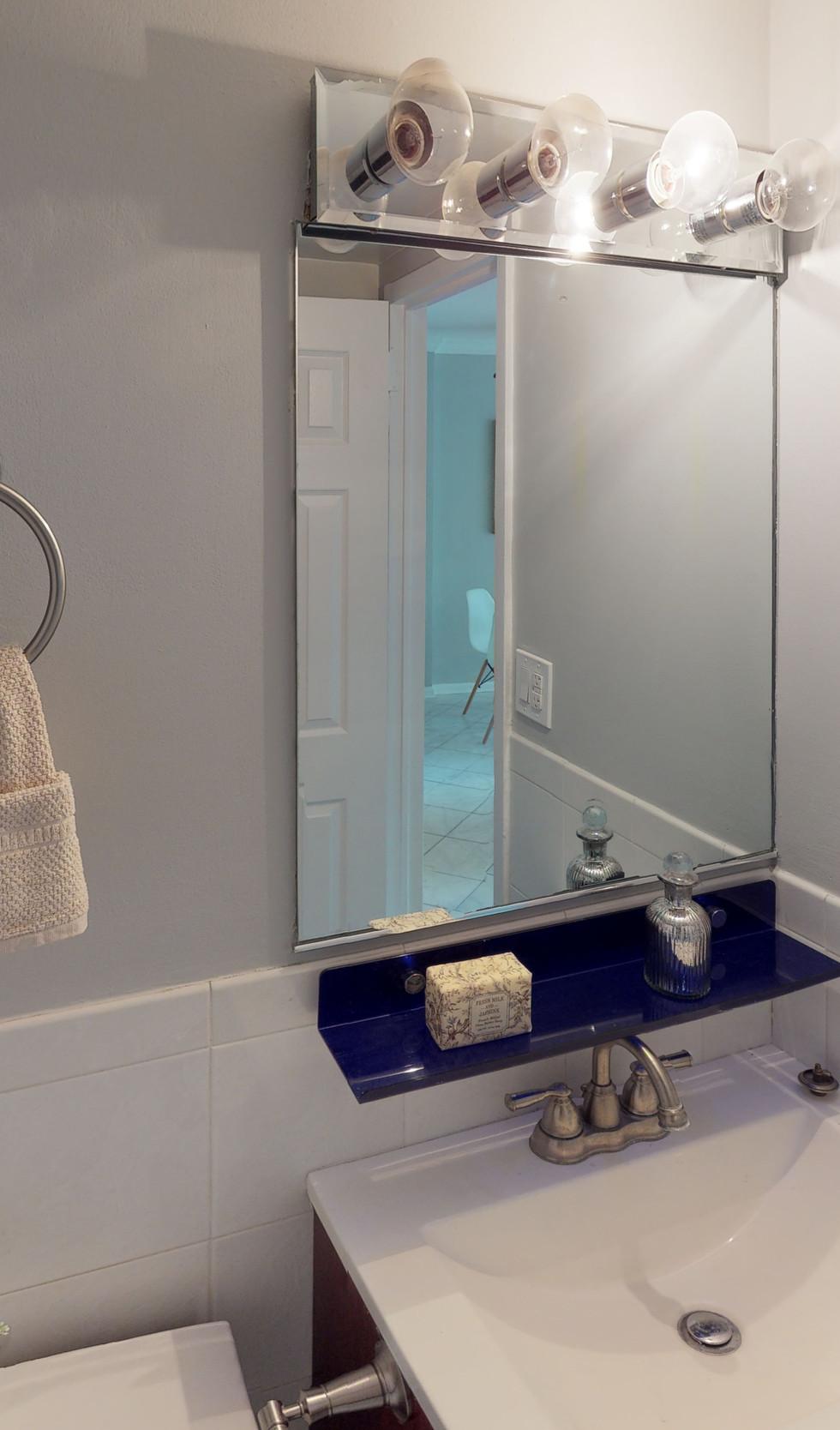 1239-Vermont-Ave-Unit-508-Bathroom.jpg