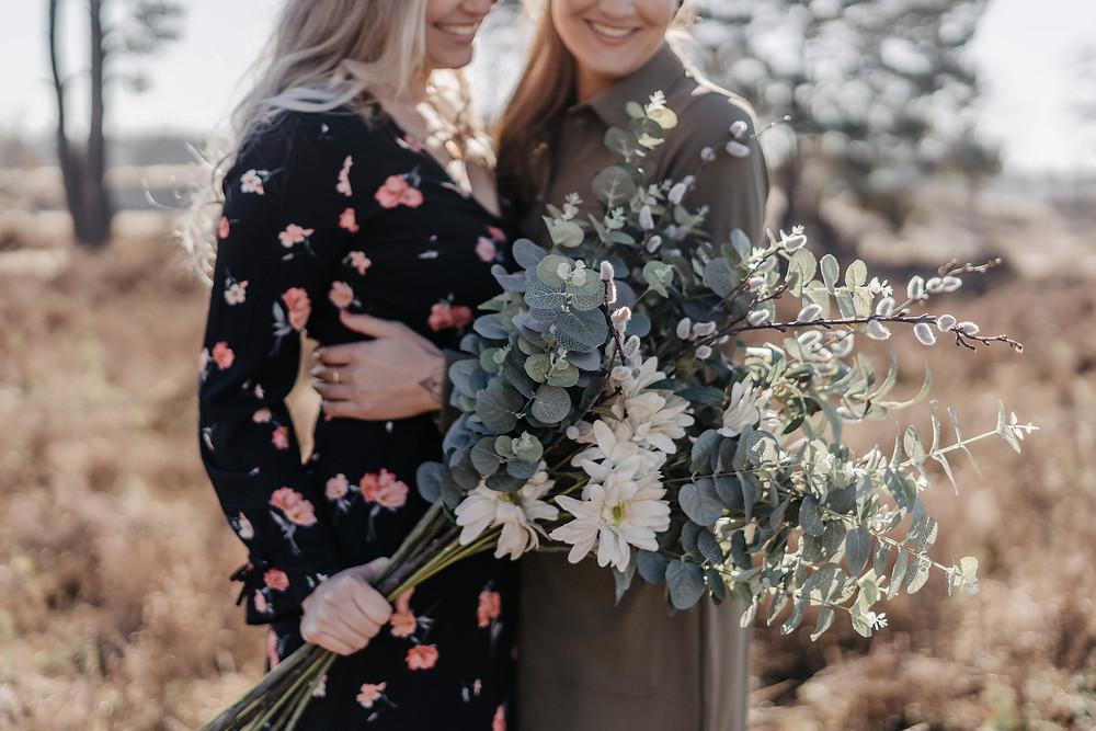 LBTH fotoshoot koppel liefde Soesterduinen Utrecht Yourmoments bloemen