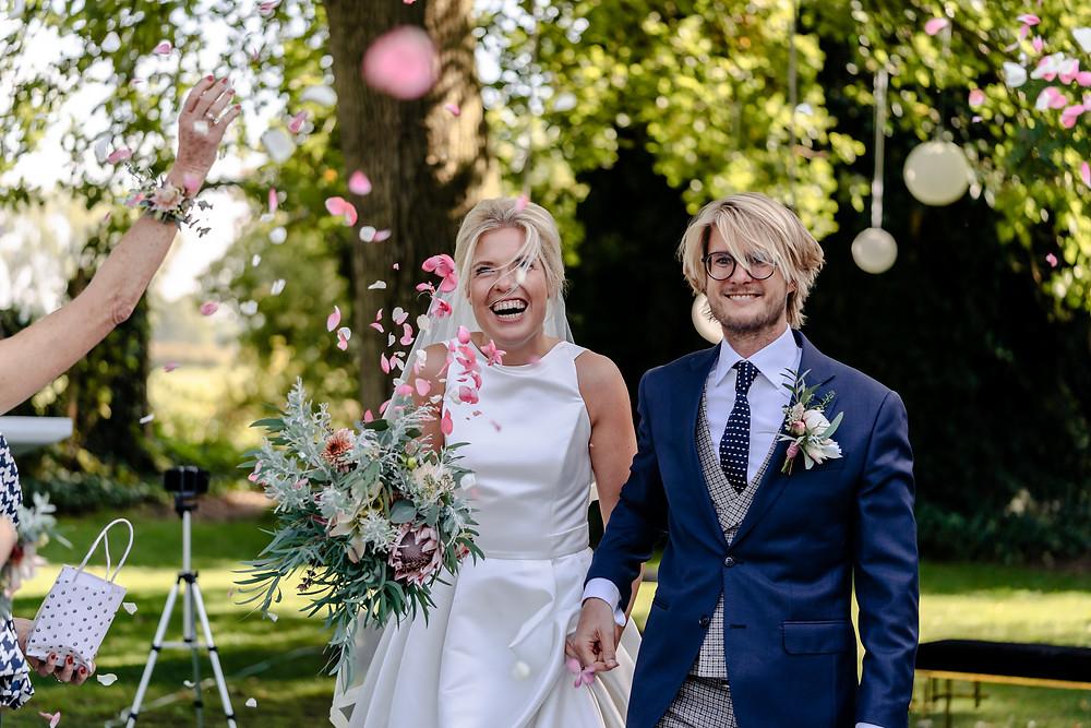 bruidsreportage huwelijk bruiloft fotografie yourmoments bloemblaadjes