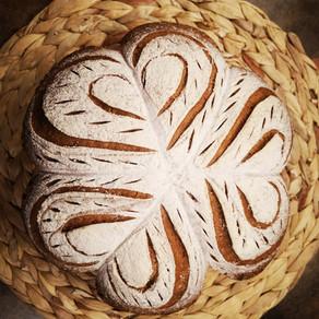 לחם מקמח מלא בעיצוב לבבות