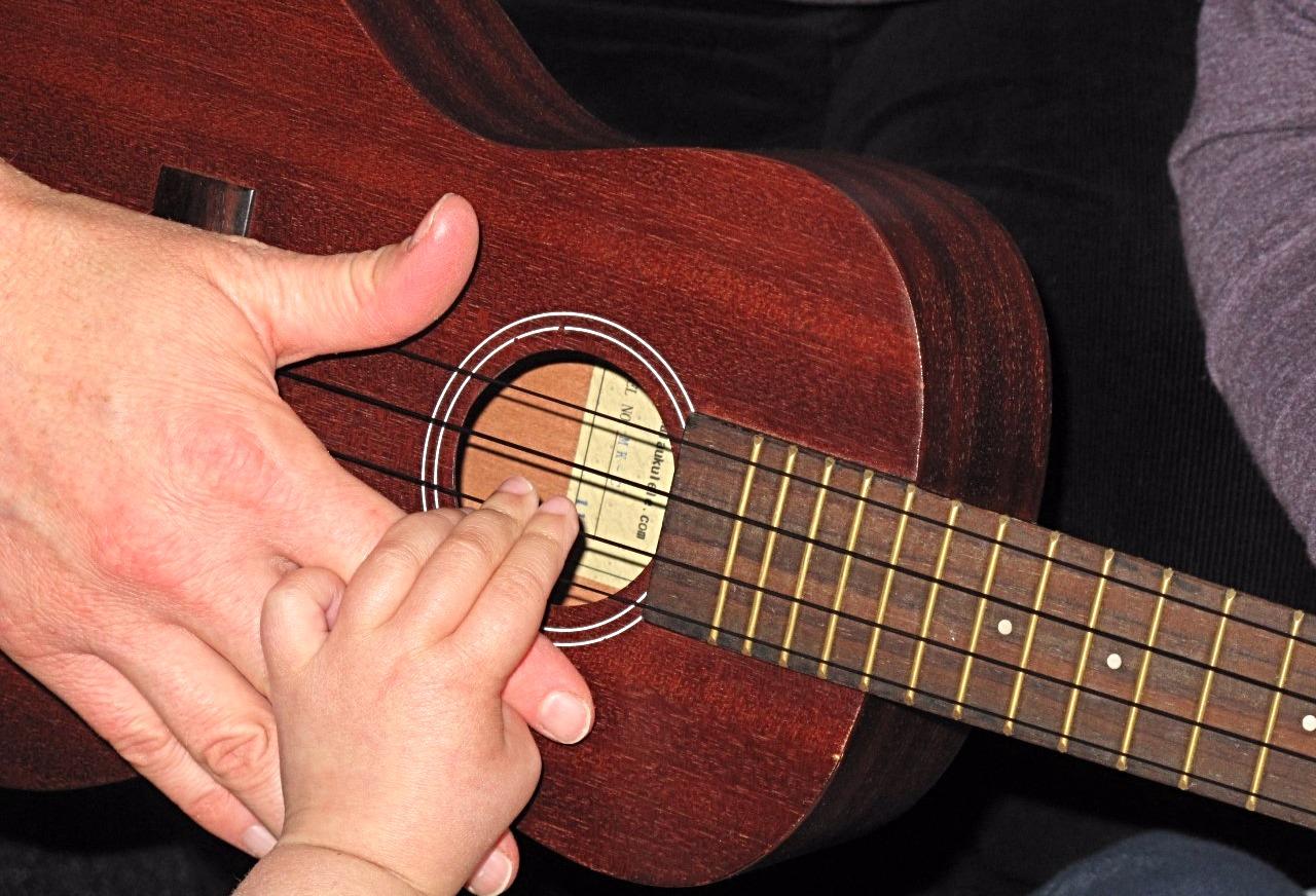 hand-under-hand ukulele_edited