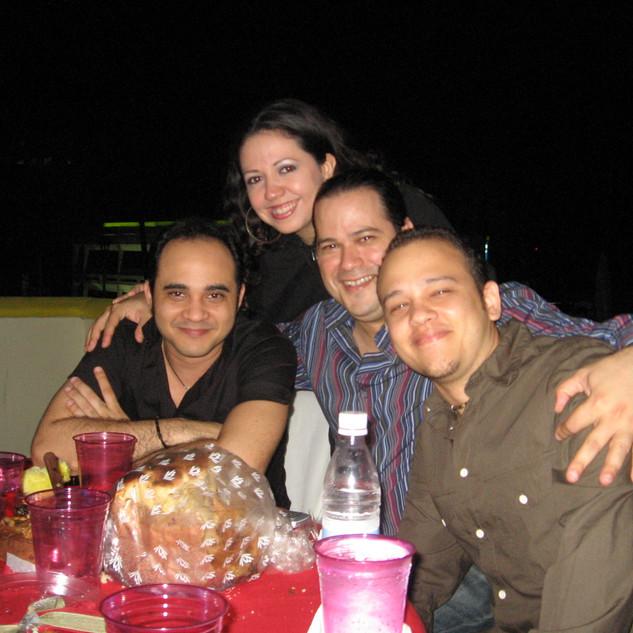With wife Yudeski and fellow dominican Bassists David Vásquez and Antonio González (Santo Domingo December 2007)