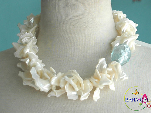 Ivory Mother of Pearl Necklace & Earring Set.
