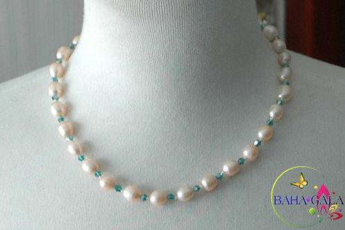 Freshwater Pearls Necklace & Earring Set.