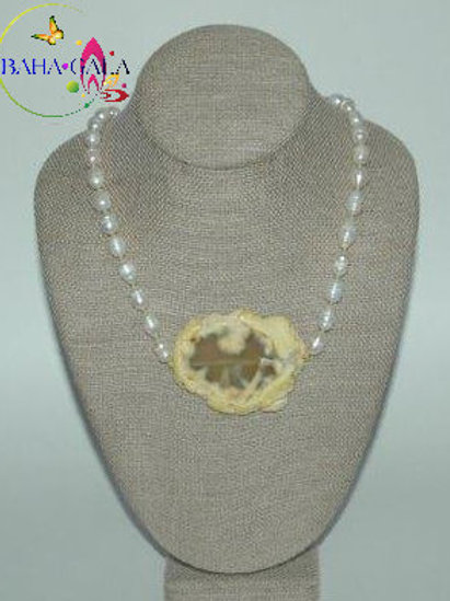 Freshwater Pearl Necklace & Earring Set.