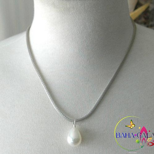 White Shell Pearl Pendant.