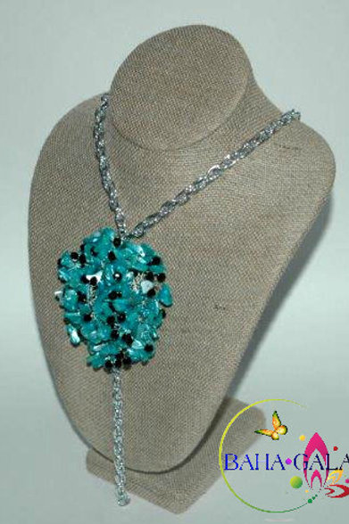 Lovely Dyed Turquoise Mother of Pearl Chips Necklace & Earring Set.