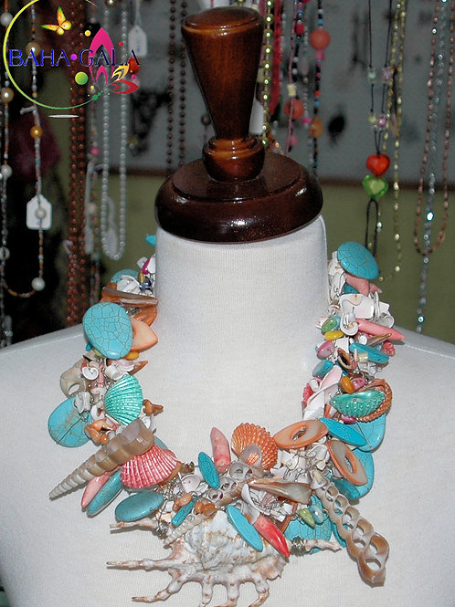 Chunky Multicolored Shells & Mother Of Pearl Necklace & Earring Set.
