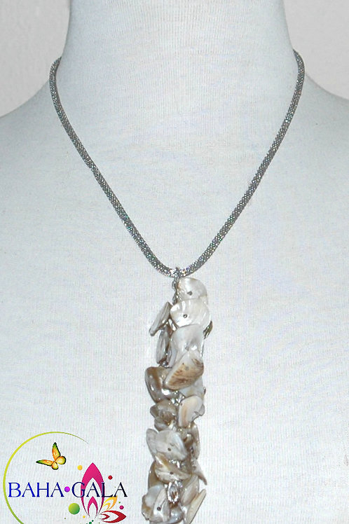 Natural Mother Of Pearl Pendant Necklace Set.