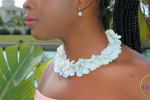 Beautiful Feather Shells Rose & White Necklace Set.