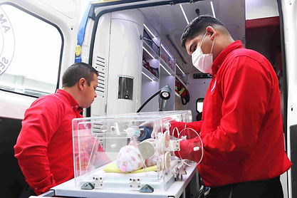 Traslado-en-ambulancia-con-incubadora-.j