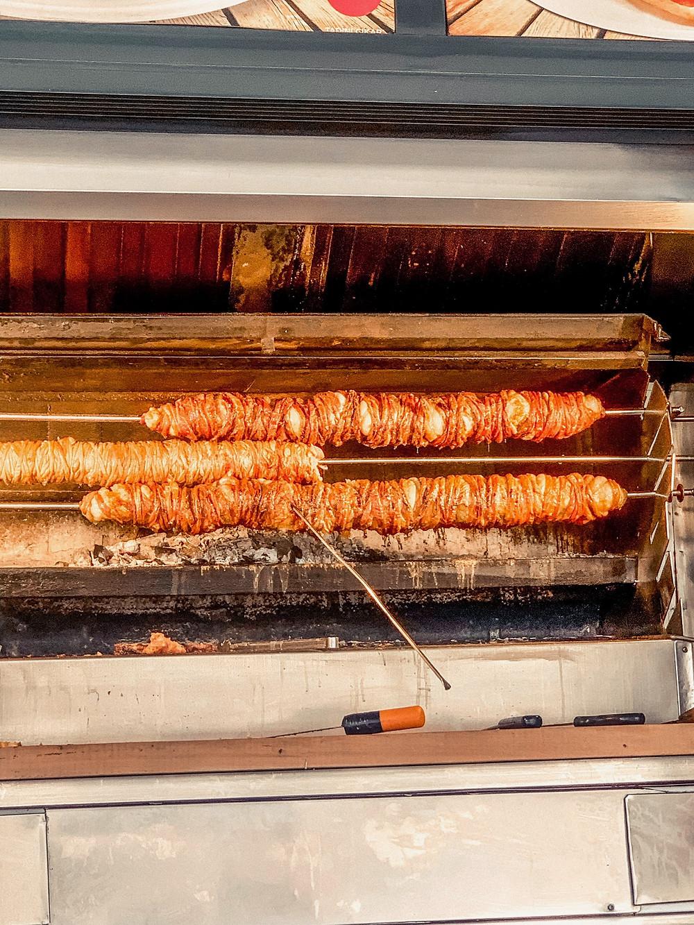 Skewers of roasting kokoreç