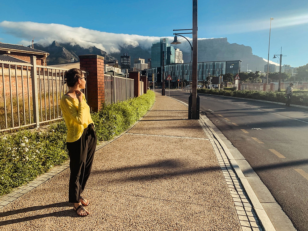 """The """"table cloth"""" spreading over Table Mountain"""